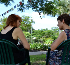 2 women talking in a chair